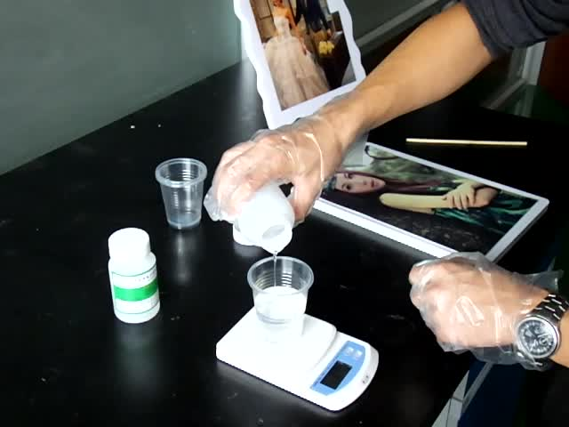 Gloss Finished Crystal Clear Epoxy Resin Two Part for Bar Top Tables