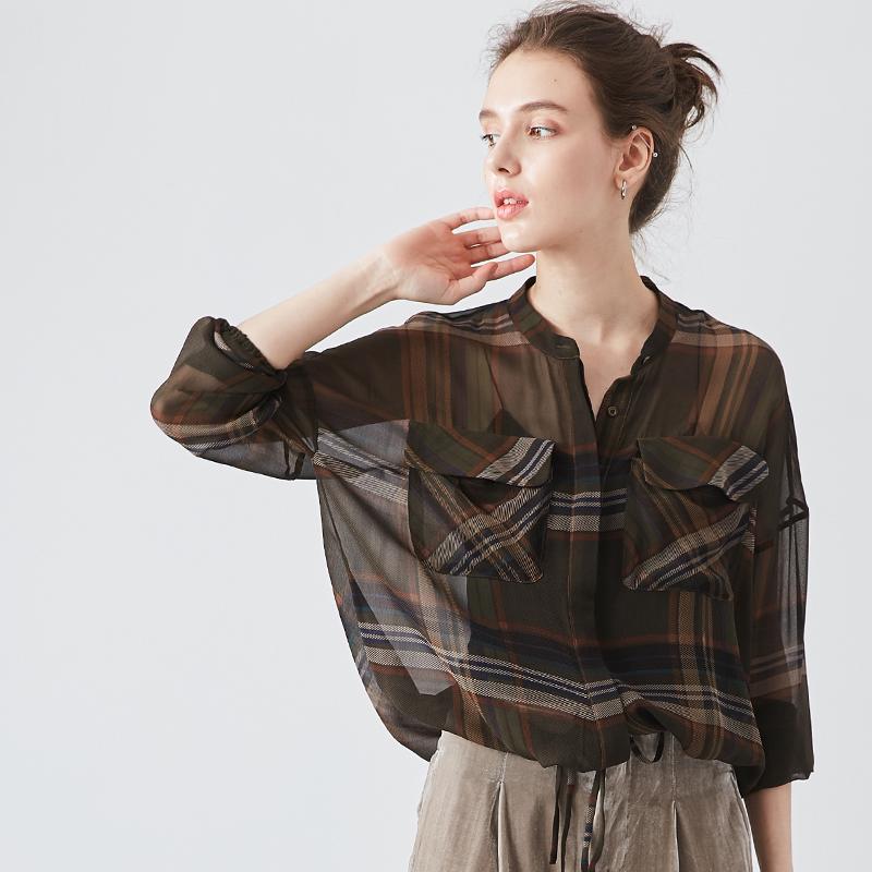 看了又看 特 很美的复古范设计 透视格纹真丝蝙蝠袖衬衫上衣