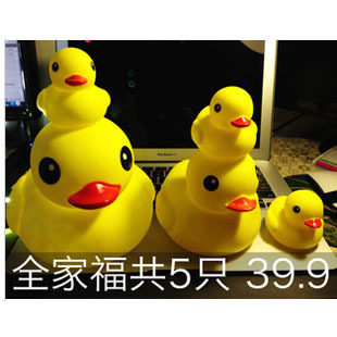 Hong Kong Rubber Duck Baby toys for children playing in the water toys tweak called duck swimming in a small yellow duck bath toy