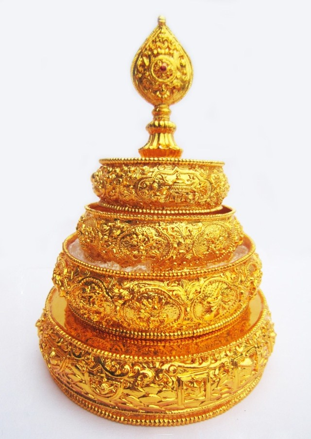 Круг дхармы Бутик непальских медь позолота человек пронзили диск (s) / 4 плюс линии для чая, г-н Манн/буддийские поставки