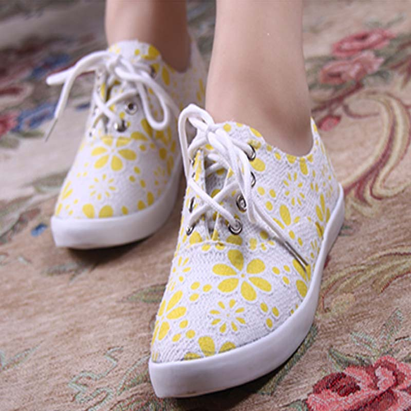 2013 new fashion sweet little floral lace round flat with flat casual canvas shoes comfortable shoes