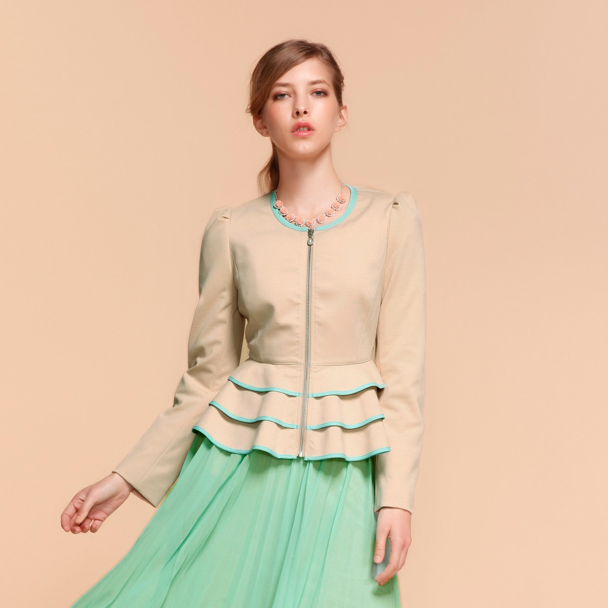 卖家:歌莉娅官方旗舰店   所属类目:短外套 今日特价 2013新款女装