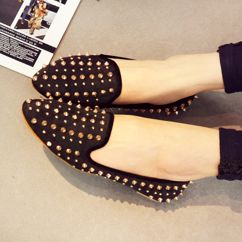 Clearance Europe Street beat wild hedgehogs handsome metal rivets pointed shoes shallow mouth flat shoes, new shoes with Didan