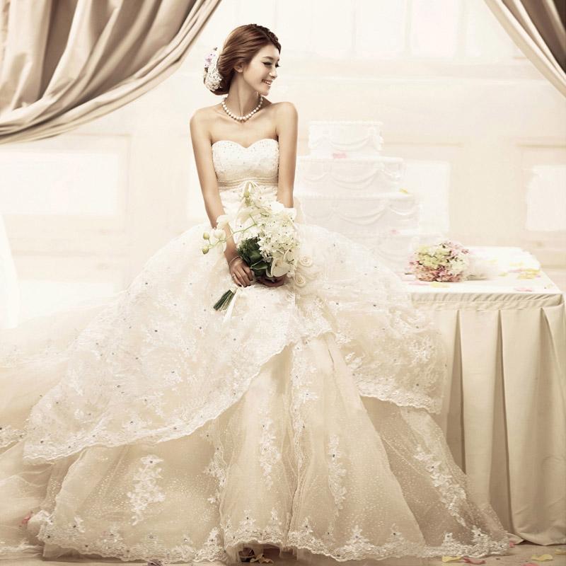 菲凡新娘 婚纱礼服2013新款韩版抹胸蕾丝婚纱高档拖尾婚纱ff01058