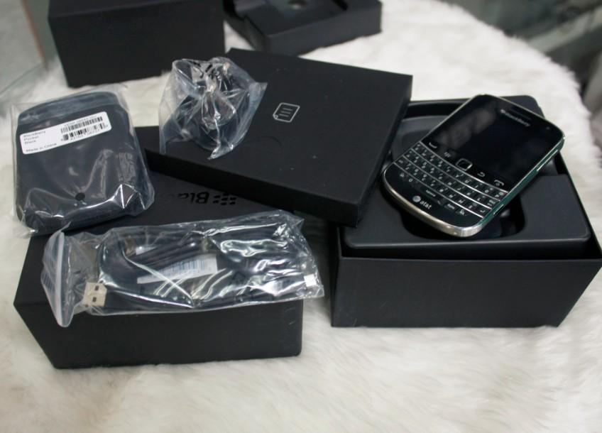 Мобильный телефон BlackBerry  9900