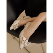 毛猫GS 白色珍珠花朵单鞋女仙女风2021年真皮粗跟浅口高跟鞋