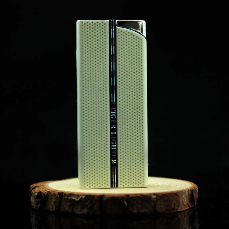 Зажигалка Tiger Подлинного творческого надувные Тигр/Tiger бренд легче ветрозащитный легче перкуссия пакет тонкий прямой газ-почты