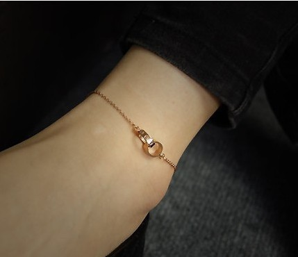 Authentic top-quality temperament 18K ring rose gold-plated fashion LOVE series bracelet Korea titanium steel gifts