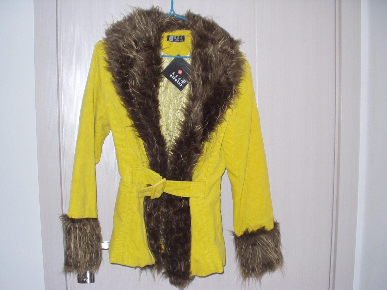Женская утепленная куртка Большого воротника вельвет Хлопок Одежда распродажа Цена