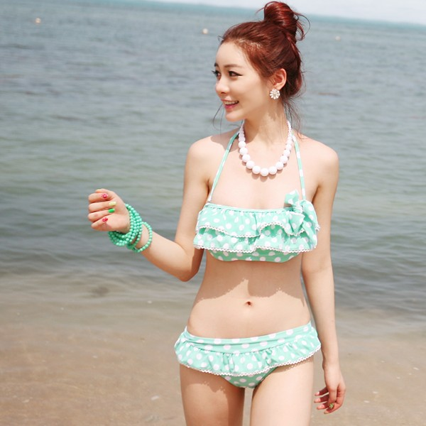 korean bikini model Photo