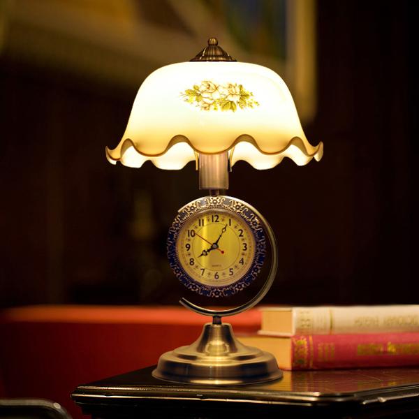 欧式复古台灯卧室床头灯简约时尚创意可调光装饰玻璃