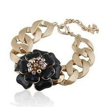 CHANEL Chanel contra los modelos de Chanel pulsera brazalete de diamantes de la camelia Día de San Valentín de regalo