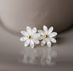 E1055 wear recommend exquisite hand Daisy 925 Silver Needle shell ear pins
