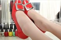 2012新 欧美大牌时尚个性方头复古粗跟中跟漆皮大金属扣单鞋 女鞋
