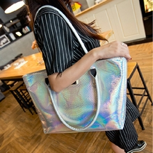 In the summer of 2015 the new European and American fashion leisure serpentine glossy bag bag shoulder large capacity female BaoChao handbag