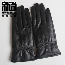Lady leather gloves leather thickening warm specials on storage battery glove middle-aged and old mother a birthday present