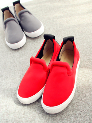 In the spring of female sports shoes Space is a cotton padded covering foot loafers Followed by letters flat shoes casual shoes female tide