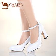 【热卖】camel骆驼女鞋 优雅靓丽春新款羊皮铆钉腕带粗高跟鞋图片