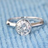 美国Forever ONE品牌 正品18K白金1克拉DEF色莫桑石女戒指包镶