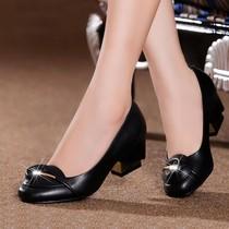 红蜻蜓正品2013新款中跟粗跟女单鞋花朵真皮鞋子职业女鞋特价清仓 价格:120.00