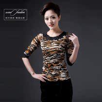 风之圣衣2013秋新款长款蕾丝打底 韩版潮蕾丝长袖t恤品牌风暴女装 价格:120.00