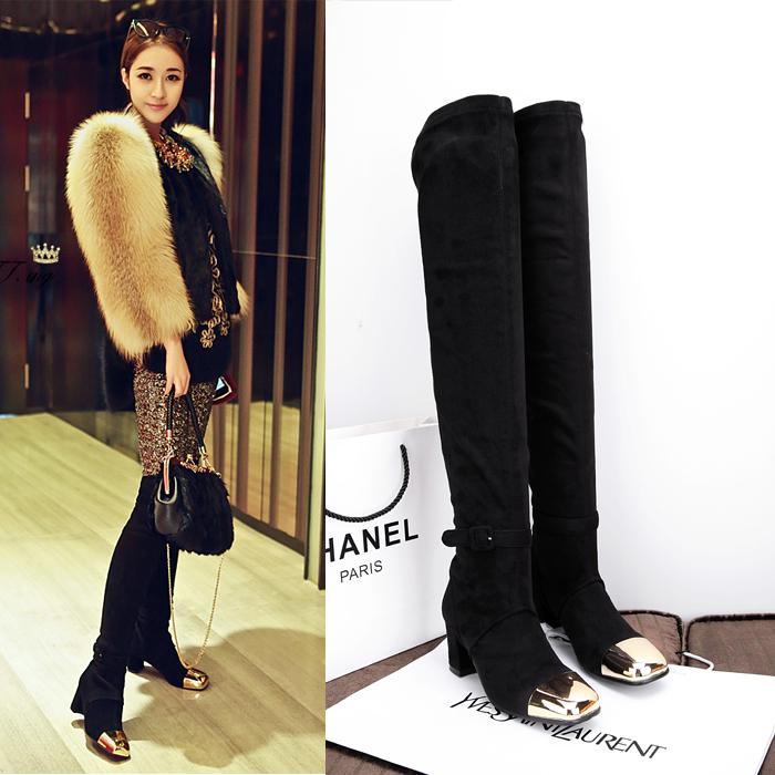 过膝高筒靴如何搭配_过膝高筒靴搭配短裙提升性感修饰腿型4ww