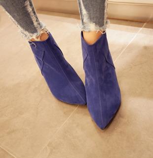 推荐 上脚好看韩国绒尖头金色粗跟小短靴(2色) 价格:125.00