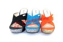 星期六正品代购2013夏款!绒面羊皮粗高跟水台女凉拖鞋SS32S5965W 价格:369.00