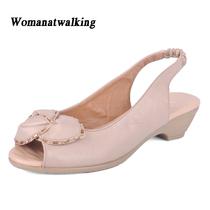 2013新款鱼嘴凉鞋坡跟软底女鞋 真皮妈妈鞋 婆婆鞋中老年中跟 价格:78.89