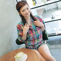 2013夏季新品韩版女装时尚休闲百搭彩色格子系腰带中袖v领衬衫 价格:65.00
