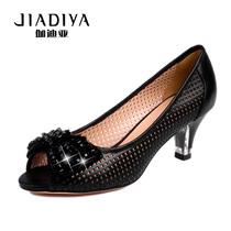 伽迪亚2013新款女鞋蝴蝶结镂空单鞋羊皮水钻中跟鱼嘴鞋罗马凉鞋女 价格:198.00