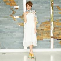 歌莉娅GOELIA 2012夏季新新典雅吊带连衣裙26E4A980 价格:169.00