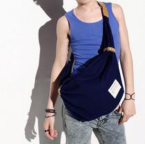2013丽人新款热卖韩版可爱时尚流行男包包C069 价格:29.04