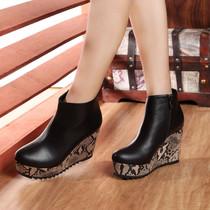2013新款欧美春秋单靴子裸靴 黑色真皮坡跟短靴 高跟踝靴女骑士靴 价格:248.00