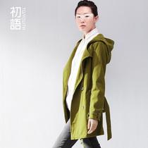 初语 2013女款新款 纯色双排扣polo领中长款百搭女风衣 价格:349.00