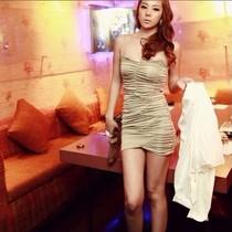 阿玉 2012春夏新Wingsmall-韩版纯色褶皱性感修身吊带连衣裙 279 价格:158.00