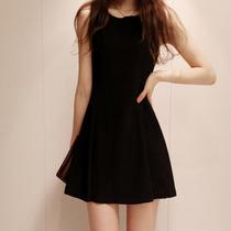 2013夏季新款韩国品牌修身显瘦连衣裙 韩版收腰背心小白裙小黑裙 价格:109.00