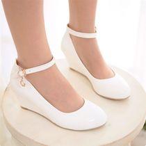 新款扣带小坡跟纯色漆皮女士单鞋子演出鞋工作通勤漆皮中跟婚鞋子 价格:47.00