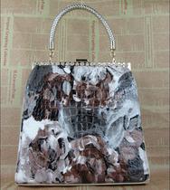 2013新款梦幻天使黑白油画花朵定型包水钻金属夹扣包手提斜跨女包 价格:149.00