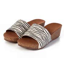 百丽人女鞋专柜正品2013凉拖真皮松糕条纹马毛平底坡跟女凉拖鞋 价格:145.00