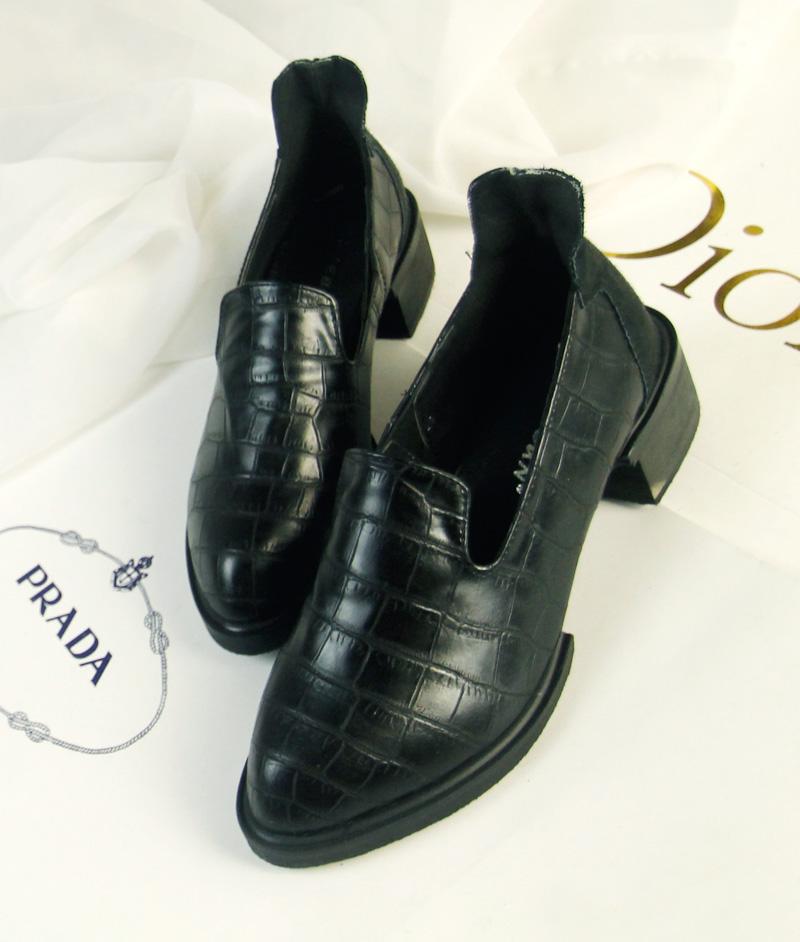 潮复古风石头纹方中跟女单鞋 朋克欧美风大牌女鞋马毛休闲鞋皮鞋 价格:98.00