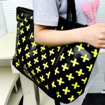 2013韩版时尚新款十字镂空超级大包包休闲购物手提单肩包女包包邮 价格:38.00