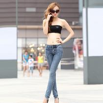 比纯芬 2013新品修身提臀显瘦 排扣复古低腰牛仔裤女小脚裤 8155 价格:85.00