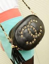 包邮 2013新款韩版黑色铆钉星星包双C流苏单肩斜跨包链条复古小包 价格:49.00