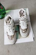 韩国 韩版女式 蛇皮纹 高帮 内增高 纯牛皮 跑步运动鞋 特 价格:213.75