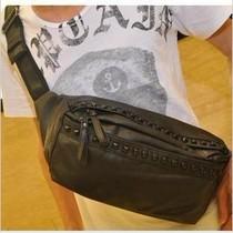 特卖男包 时尚胸包 韩版流行PU皮腰包 铆钉 多功能单肩斜挎包 包 价格:38.00