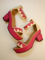 欧美13新款波西米亚民族风异形跟粗跟中跟防水台露趾脚腕绊带凉鞋 价格:108.00