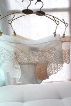 8月新品 纯美白色浪漫蕾丝性感舒服包臀三角女内裤 白 黑 裸肤色 价格:25.00