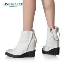 2013米兰短靴裸靴平底坡跟短靴欧美时尚女靴蟒蛇皮隐型内增高短靴 价格:589.00