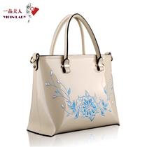 【天猫预售】一品夫人绣花手提包 2013新款特价漆皮牛皮欧美女包 价格:388.00